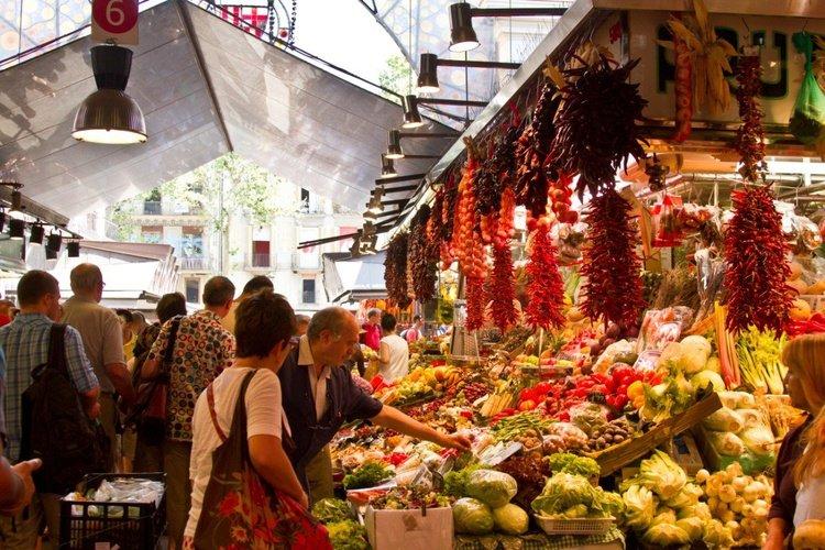 Mercado de la boqueria apartaments ciutat vella barcelona