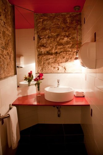 Baño apartaments ciutat vella barcelona