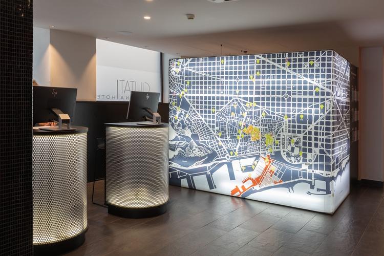 Recepción hotel ciutat barcelona